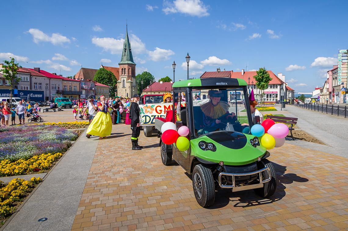 parada z okazji dnia dziecka w Strzyżowie